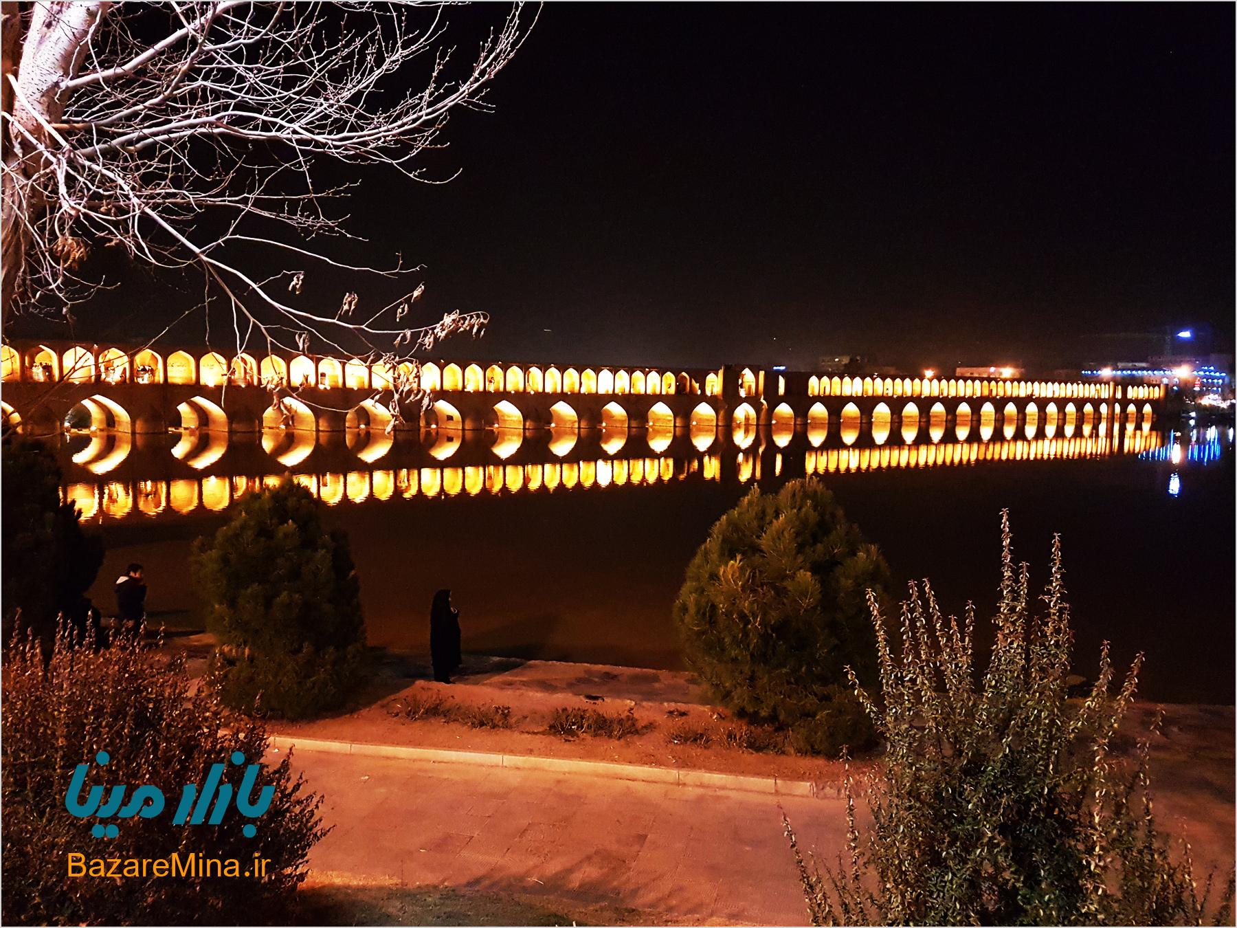 سی و سه پل در شب